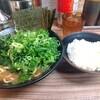 成城学園前の「武道家 龍」でほうれん草九条ネギラーメンを食べた感想。ストロングな豚骨スープとしゃきしゃき野菜でライスが進みまくりそうな一杯でした。