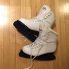 スケート靴も買い換えました。