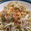コリコリ食感がやみつきになるクルミと千切り野菜のサラダ