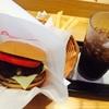 バーベキューモスチーズバーガーをたべた。おいしかった(^q^)