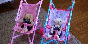 【孫のこと】人形用のベビーカーでよく遊んでいます。