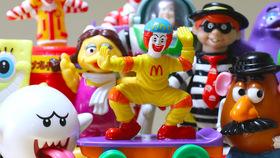 大人が集めたくなる!ポップでキッチュなハッピーセットのおもちゃの魅力
