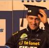 角帽対ヘルメット(大学構内レースへの反対運動)
