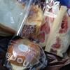 金沢市西念にあるサンドイッチ専門店サリュアンシャンテで、断面が美しいフルーツサンド、フレンチトースト、あんバターベーグル