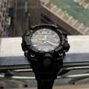 日本では小さい時計が流行っているおっきいの付けてるのはおっさんだけだと。