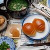 朝食:ロールパンと土鍋レンジチンスープ