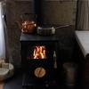 それほど寒くない日中は、気軽な薪ストーブを焚いてリンゴジャムを作ろうよ