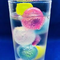 氷?いえ違うんです!溶けて飲み物が薄くならない「カラーアイスキューブ」を試してみた