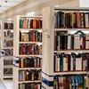 図書館で本を借りるとき