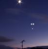 宵の明星と月