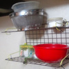 不足しがちなキッチンの収納棚は百均で!お手軽水切り用キッチンラック!