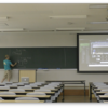 「普通の設備の」大講義室での講時内ハイブリッド授業(ライブ配信・収録)検討 スマホとPCとMicrosoft Teams で