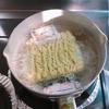 【実験料理日記2】サッポロ一番塩ラーメンに、オリーブオイル。