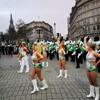 朝の(トラファルガー広場)、パレードの練習をしてました。