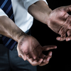 【個人再生のことは夫婦でも隠すべき?】経験者が本音でアドバイス!会社バレや身内バレについて