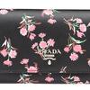 クリスマスには、日本限定プリントのプラダ ギフトコレクションを|PRADA