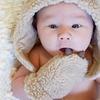 アトピー乳幼児の『ミトン』使用によって、逆に炎症が広がり、悪化してしまう知られざる事実。