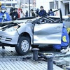 5階駐車場から車転落か、男女3人死亡2人重傷