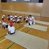 1年生:体育 マット運動 後転