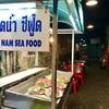 シーロムの路地奥にある庶民派シーフードレストランは知る人ぞ知る名店【タラートナム・シーフード】