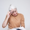 老眼は手術で治療する時代に。レーシック以外にも最新手術が続々