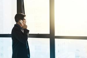 目上の人間はご飯時に長電話をしてはいけない。電話だと断りにくい事実を知って欲しい。電話よりテキストの時代。