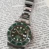 ロレックスで大丈夫だったからと言って、同じことを他のメーカーの腕時計でやると壊れるよ。
