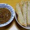 サバ缶でサバカレー&手作りフランスパン それをディップして食べる