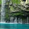 鹿児島のエメラルドブルーに輝く秘境「雄川の滝」