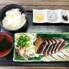 自分で藁焼き!新鮮なかつおのタタキ定食「かつお船」【高知県】