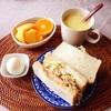 沼サンド、柿、みかん、コーンスープ。