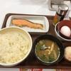 上大岡の「すき家 上大岡カミオ店」で鮭朝食