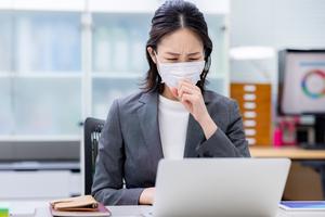 【企業向け新型コロナウイルス対策情報】第49回~1つでも症状が出た場合に取るべき行動