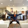 バレリーナがやってる椅子股割りストレッチで180度開脚を達成