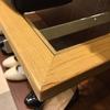 展示什器の棚板角の破損、ささくれ補修、調色塗装、製作金物取付