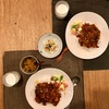 シーフードカレー、スナックエンドウとや玉子トマトサラダ