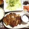 【今日の食卓】いかにもタイ人が好きそうなクリスピー食感のトンカツ。