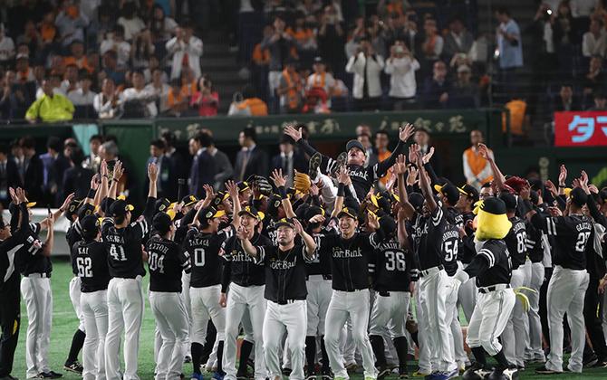 Fukuoka SoftBank HAWKS Win Third Consecutive Japan Series Pennant