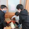 4年生:図工 おもしろアイディアボックス 完成間近