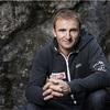 最速登頂記録持つ登山家、エベレストで滑落死