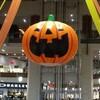 イオンモール沖縄ライカムでハロウィンのかぼちゃに夢中