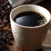 カフェ(コーヒーチェーン)で頼めるカフェインレス、歯に着色しない飲み物まとめ
