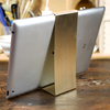 シンプルで使いやすいiPadスタンドを1mm厚の真鍮板を切って磨いて曲げて作った