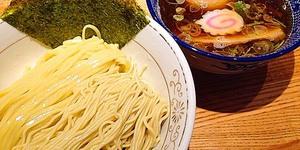 1回で太麺・細麺が楽しめるつけ麺屋「神田 勝本」の醤油つけそば&人気の炙りチャーシューご飯