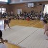 お相撲さんとの交流会④ 6年生、PTA会長、一緒に給食
