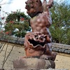宗忠神社の逆立ちした狛犬。