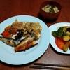 幸運な病のレシピ( 2234 )朝 :ズッキーのソテー(ニンニク、バルサミコ)、鮭、イワシ、味噌汁(切り昆布)