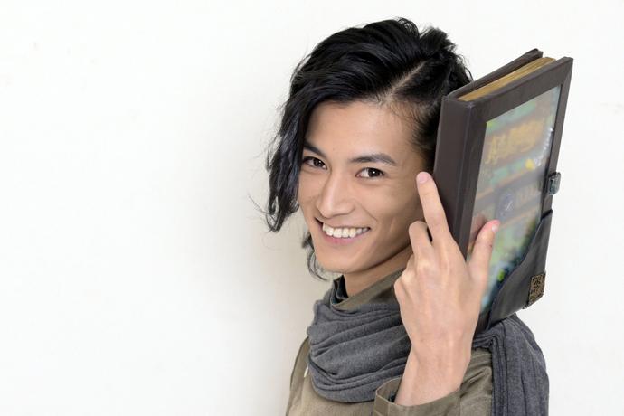 渡邊圭祐の一番好きな作品は? 「祝え!」ぶっちぎり1位は怪しげな雰囲気漂うデビュー作【#ファンに聞いてみた】
