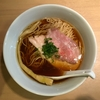 【今週のラーメン3080】 らぁ麺 はやし田 (東京・新宿三丁目) 醤油らぁ麺 〜暗い路地裏でもめげず明るい新宿鶏醤油!