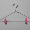 100均の針金ハンガー2本でボトム用ハンガーができました